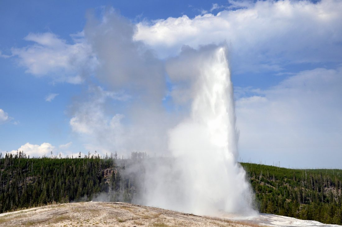 Yellowstone :Old Faithful Geyser