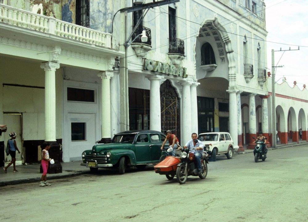Cuba : Calle Pepe Antonio. Guanabacoa