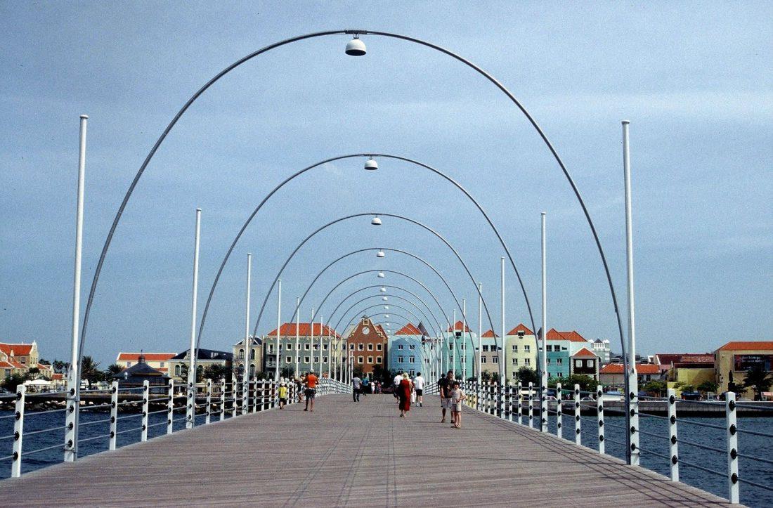 Curaçao : Willemstadt Queen Emma Bridge