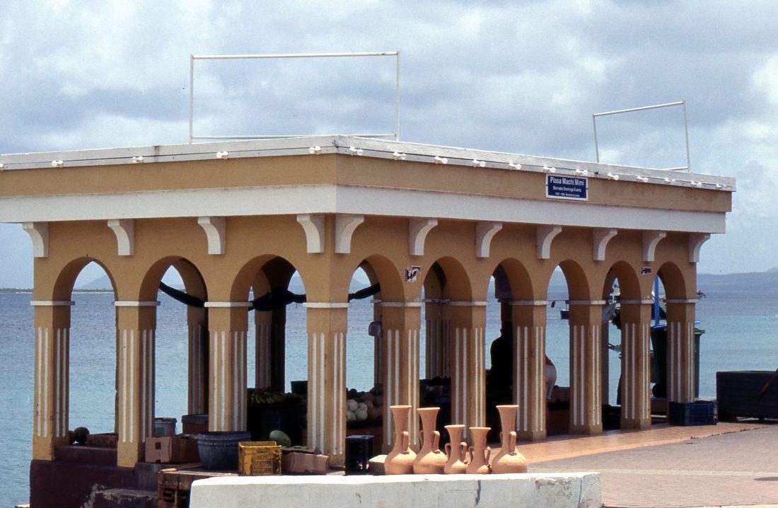 Bonaire : Kralendijk market