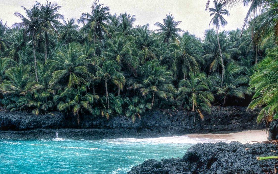 Sao Tome e Principe : Ilheú das Rolas: Praia Bateria