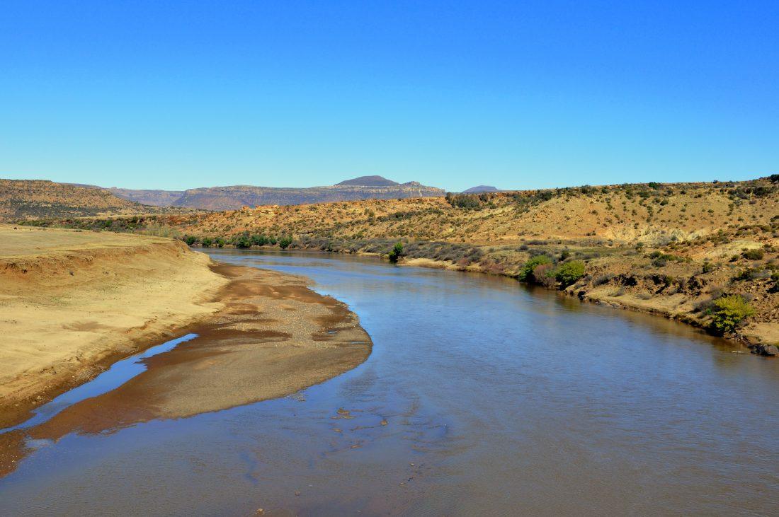 Lesotho : Orange River (Road to Makhaleng bridge border)