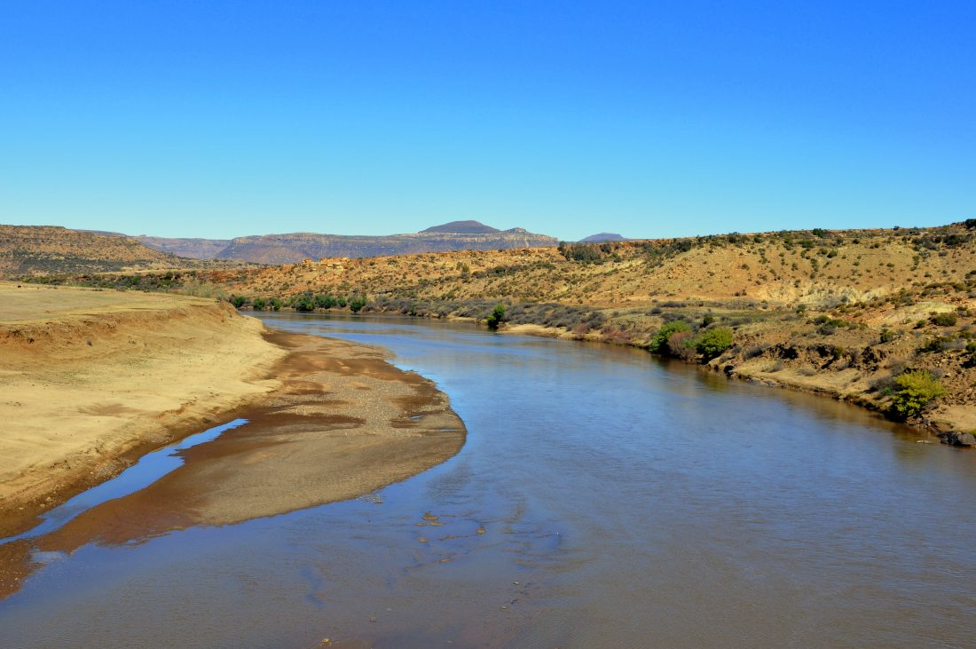 Lesotho : Orange River (Road to Makhaleng bridge border)