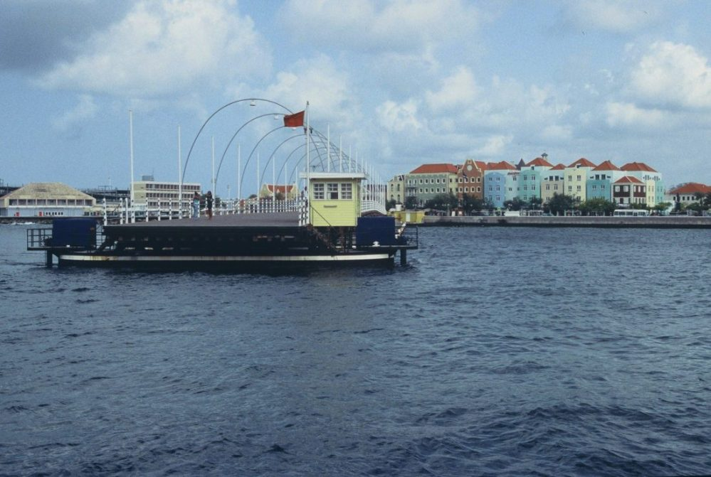 Curaçao : Queen Emma Bridge