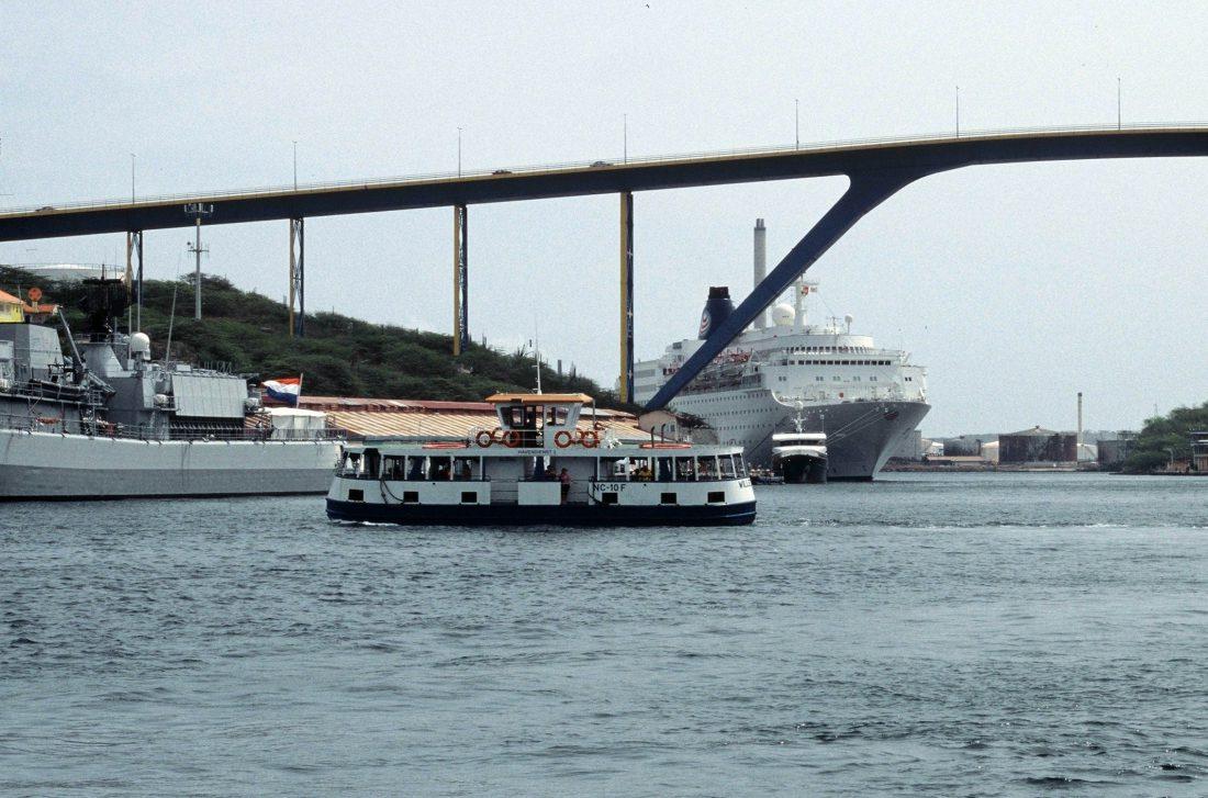 Curaçao : Queen Juliana Bridge