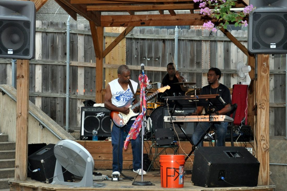 Memphis Beale Street Patio Beer Bar (Chicago Band)
