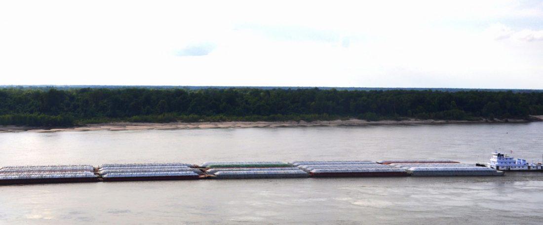 Mississipi Natchez towboat